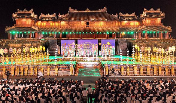Những đặc trưng lễ hội độc đáo chỉ có tại miền Trung - Ảnh 2.