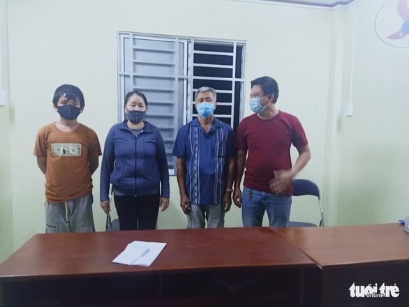 4 công dân Việt đi bộ tà tà từ Campuchia về nhập cảnh Việt Nam trái phép - Ảnh 1.