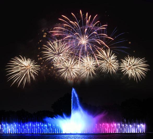 Công viên văn hóa Đầm Sen ra mắt nhạc nước chào năm mới - Ảnh 1.