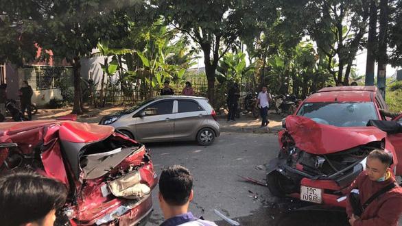Ôtô đâm liên hoàn 3 xe máy và 1 ôtô, làm 1 người chết, 3 bị thương - Ảnh 1.