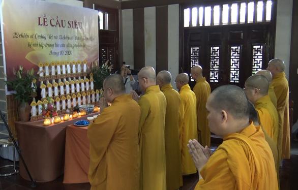 Cầu siêu cho 35 chiến sĩ gặp nạn ở Quảng Trị, Thừa Thiên Huế - Ảnh 1.