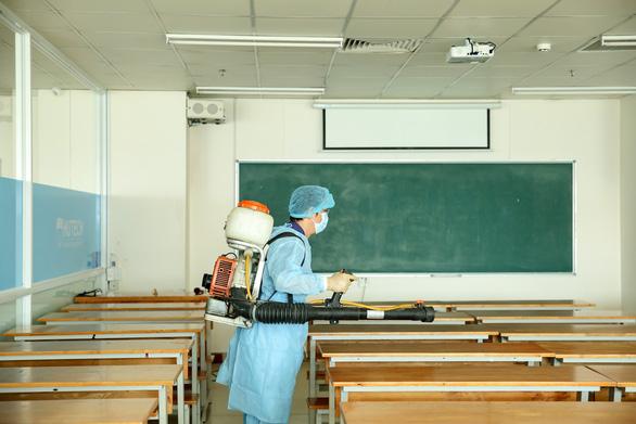 Dự kiến 30.000 sinh viên ĐH Công nghệ TP.HCM tuần sau học trở lại - Ảnh 1.