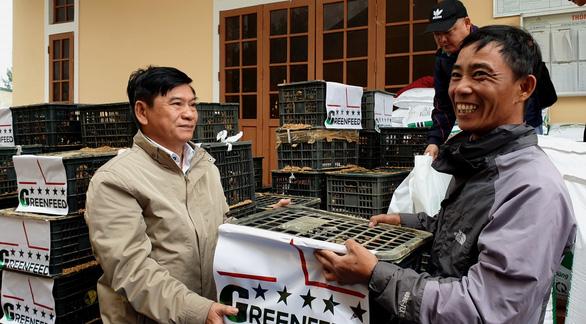 Báo Tuổi Trẻ và GREENFEED tặng cần câu cho nông dân Quảng Trị - Ảnh 3.