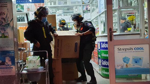 Vụ kiểm tra nhà thuốc lớn nhất Đồng Nai: Tạm giữ 220 thùng thuốc - Ảnh 2.