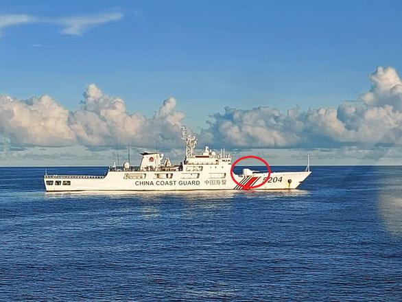 Tàu hải cảnh lớn của Trung Quốc ngang nhiên xâm phạm trên Biển Đông - Ảnh 1.