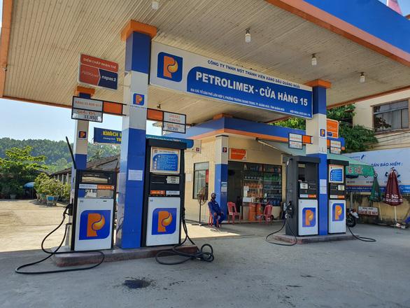 Giá xăng tăng 438 đồng/lít, dầu hỏa thêm hơn 560 đồng/lít - Ảnh 1.