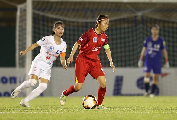Thầy trò HLV Đoàn Thị Kim Chi chạm 1 tay vào Cúp vô địch bóng đá nữ quốc gia - Ảnh 1.