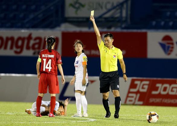 Thầy trò HLV Đoàn Thị Kim Chi chạm 1 tay vào Cúp vô địch bóng đá nữ quốc gia - Ảnh 2.