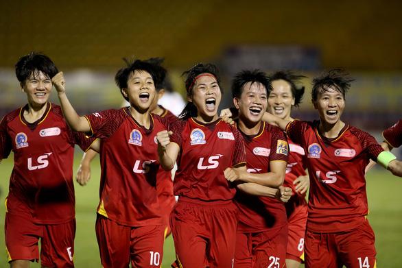 Thầy trò HLV Đoàn Thị Kim Chi chạm 1 tay vào Cúp vô địch bóng đá nữ quốc gia - Ảnh 3.