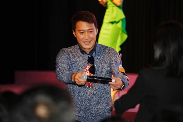 Thành Long, Lê Minh, Tiêu Á Hiên… đi hát tụ điểm bình dân kiếm cơm - Ảnh 8.