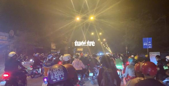 Hàng trăm 'quái xế' lại quậy 'đã đời' trên đường phố TP.HCM - Ảnh 3.