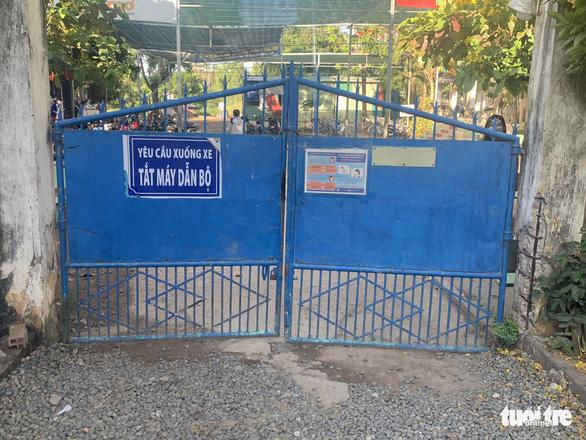 Tạm đình chỉ hiệu trưởng trường THPT Vĩnh Xương liên quan vụ nữ sinh tự tử - Ảnh 1.