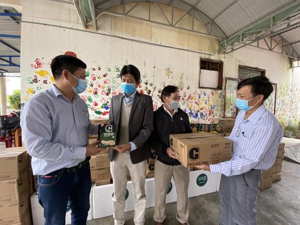 Tặng thực phẩm sạch cho trẻ em đặc biệt khó khăn, mồ côi Quảng Nam - Ảnh 1.