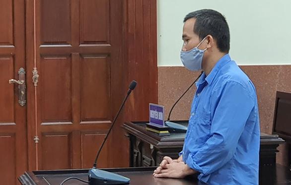 Lãnh 17 năm tù vì đưa bé gái bị thiểu năng vào khách sạn 'trú mưa' - Ảnh 1.