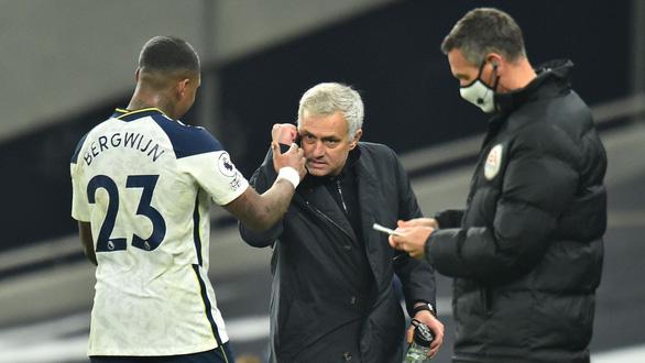 Mourinho và nghệ thuật kiểm soát trở lại - Ảnh 1.
