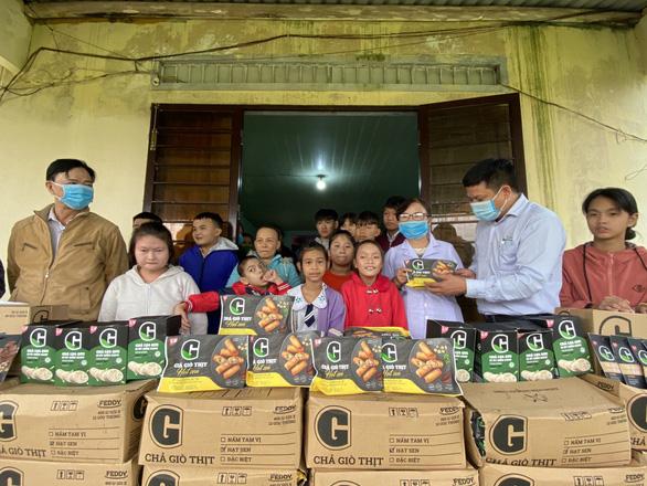 Tặng thực phẩm sạch cho trẻ em đặc biệt khó khăn, mồ côi Quảng Nam - Ảnh 4.