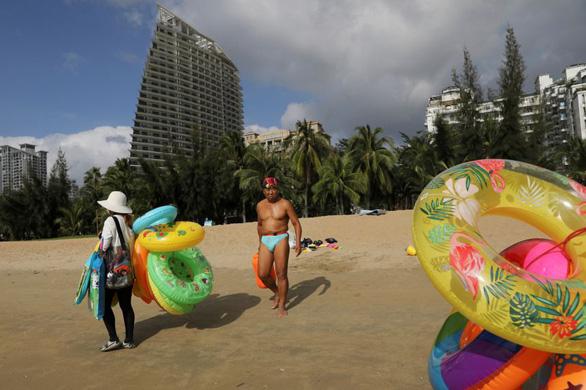 Đảo Trung Quốc thu hút 10 triệu du khách trong 1 tháng nhờ 6 tháng không có ca COVID-19 - Ảnh 1.