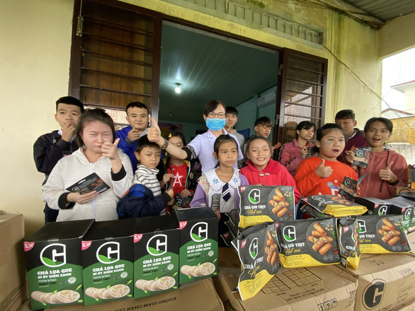Tặng thực phẩm sạch cho trẻ em đặc biệt khó khăn, mồ côi Quảng Nam - Ảnh 5.