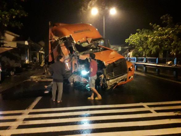 Xe container tông sập một nhà dân, hai nhà hư hỏng nặng - Ảnh 3.