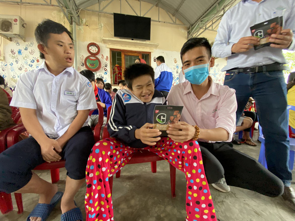 Tặng thực phẩm sạch cho trẻ em đặc biệt khó khăn, mồ côi Quảng Nam - Ảnh 3.