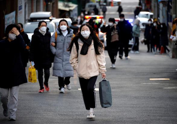 Hàn Quốc mua vắc xin COVID-19 đủ dùng cho 44 triệu dân - Ảnh 1.