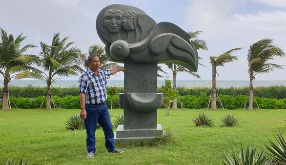 Người 'nhái' tượng ở Tuy Hòa tự nhận kỷ luật khiển trách - Ảnh 1.