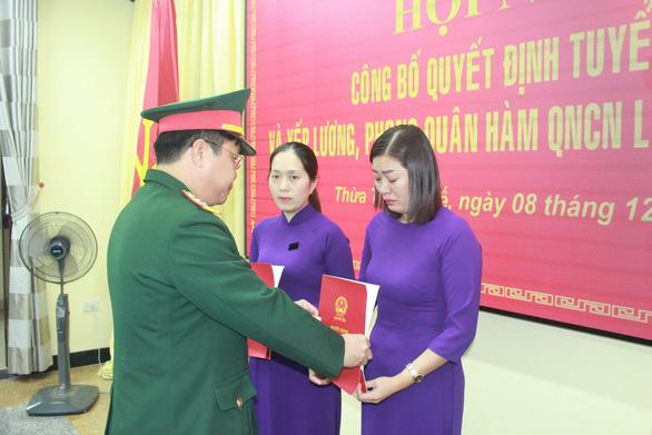 Vợ của 2 liệt sĩ Rào Trăng được phong quân hàm và nhận vào làm việc trong quân đội - Ảnh 1.