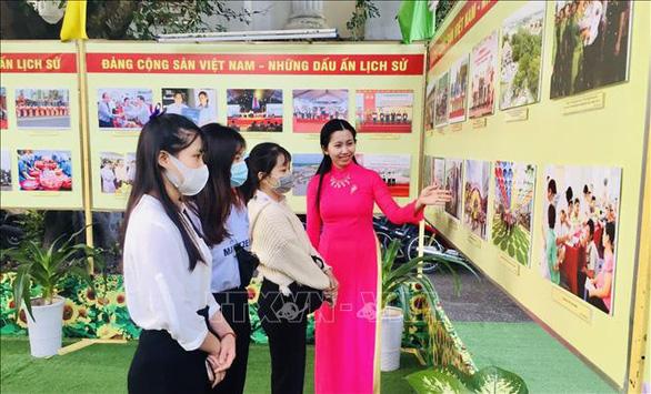 Khai mạc triển lãm ảnh Đảng Cộng sản Việt Nam - Những dấu ấn lịch sử - Ảnh 2.