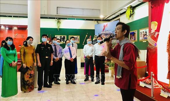 Khai mạc triển lãm ảnh Đảng Cộng sản Việt Nam - Những dấu ấn lịch sử - Ảnh 4.