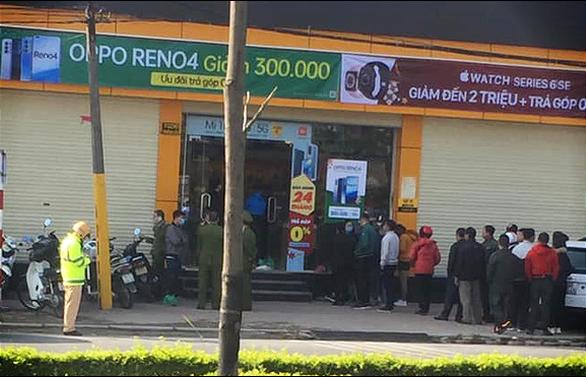 Tên trộm đâm gục bảo vệ cửa hàng Thế giới di động, cướp hơn 10 điện thoại - Ảnh 1.