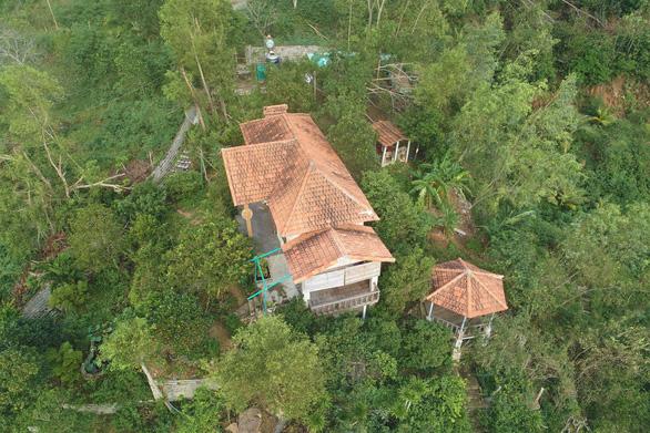 Phạt tiền nguyên chủ tịch Ủy ban MTTQ tỉnh Bình Định vì xây nhà trái phép trên đất rừng - Ảnh 1.