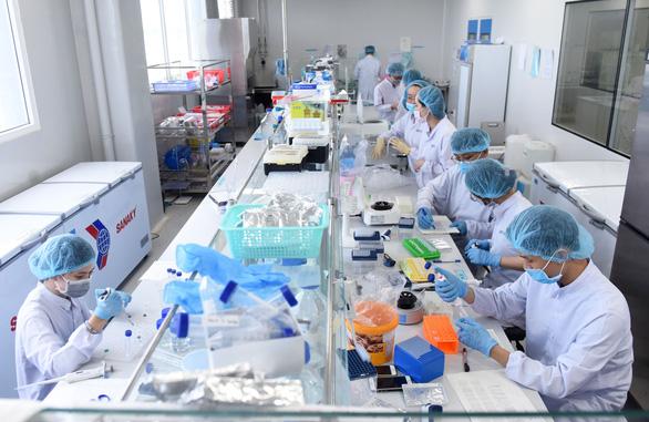Vắc xin COVID-19 của Việt Nam được thử nghiệm trên người ra sao? - Ảnh 1.