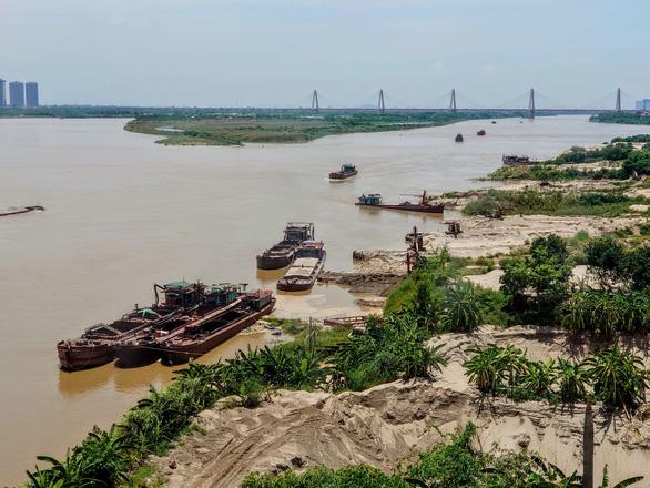 Cát tặc lại nhòm ngó sông Hồng, chủ tịch xã xin tàu cao tốc để truy đuổi - Ảnh 2.