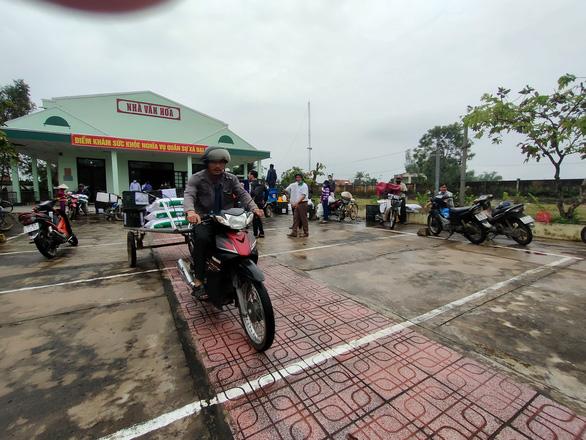 Trao sinh kế giúp người dân Quảng Nam vượt qua khó khăn sau bão lũ - Ảnh 8.