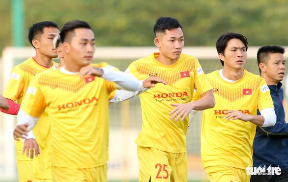 Tiền vệ Hai Long gặp chấn thương, chia tay tuyển Việt Nam - Ảnh 1.