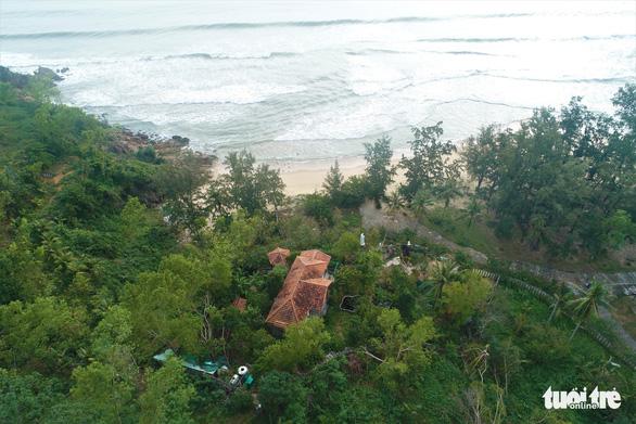 Nhà xây đồ sộ không phép trên đất lâm nghiệp ở Ghềnh Ráng nhưng địa phương không biết - Ảnh 3.