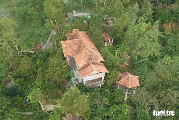Nhà xây đồ sộ không phép trên đất lâm nghiệp ở Ghềnh Ráng nhưng địa phương không biết - Ảnh 2.