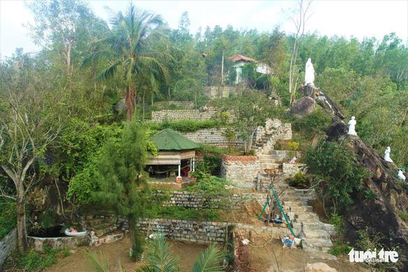 Nhà xây đồ sộ không phép trên đất lâm nghiệp ở Ghềnh Ráng nhưng địa phương không biết - Ảnh 4.