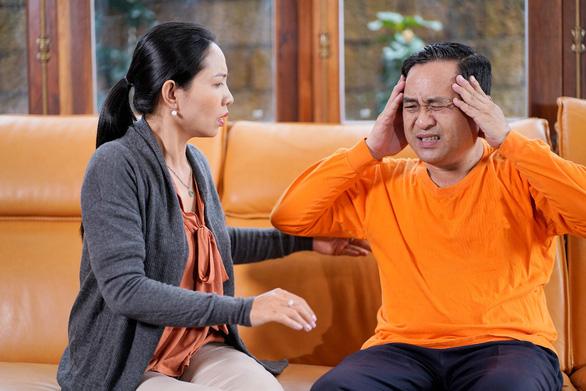 Tuổi 50 và nguy cơ đột quỵ mùa lạnh: Làm sao để nhận biết? - Ảnh 1.