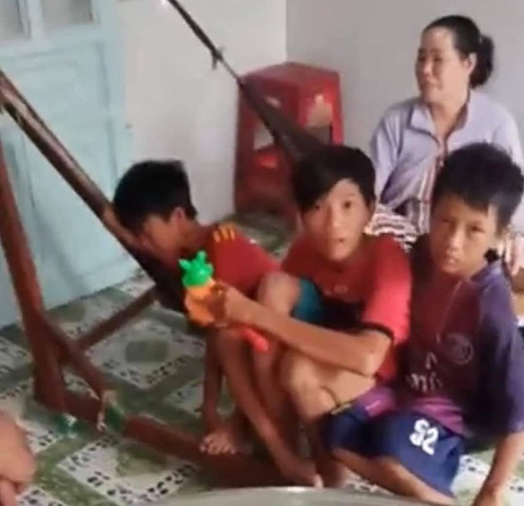 Nhớ cha mẹ, 3 học sinh lớp 6 đạp xe 5 ngày đêm hơn 400km từ Cà Mau lên TP.HCM - Ảnh 2.