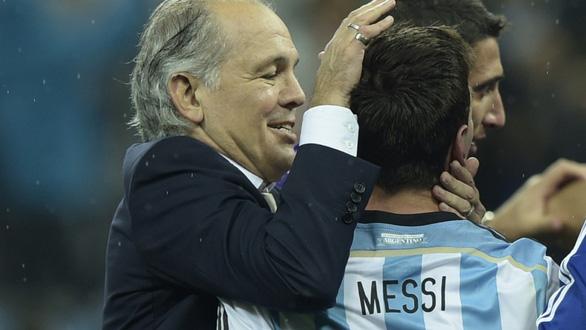 HLV Sabella từng đưa Messi và Argentina vào chung kết World Cup 2014 qua đời - Ảnh 1.