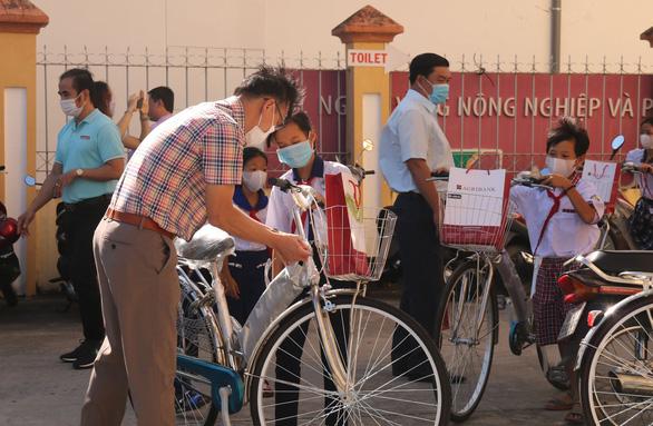 300 học sinh khó khăn Kiên Giang nhận học bổng 'Gieo mầm tri thức' - Ảnh 4.