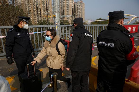 Trung Quốc kéo dài kỳ nghỉ tết trên toàn tỉnh Hồ Bắc do virus corona - Ảnh 1.