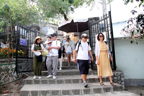 Khánh Hòa: 3.500 người Trung Quốc bị 'kẹt' không xuất cảnh được - Ảnh 1.
