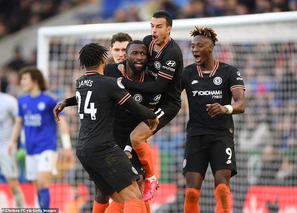 Chelsea và Leicester chia điểm sau màn rượt đuổi tỉ số hấp dẫn - Ảnh 1.