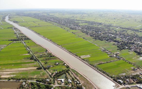 Nước mặn đã xâm nhập sâu 68km vào đất liền - Ảnh 1.