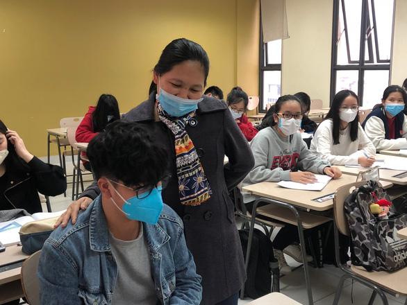 Hà Nội: Phụ huynh tự cho con nghỉ học do sợ lây virus corona - Ảnh 2.