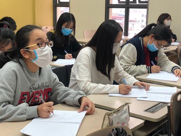 Hà Nội: Phụ huynh tự cho con nghỉ học do sợ lây virus corona - Ảnh 1.
