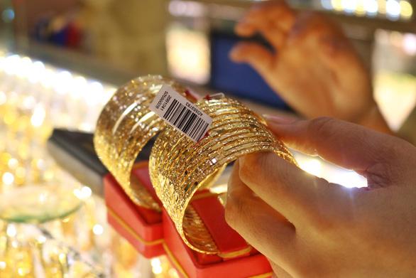 Giá vàng nhẫn bị đẩy lên 45,3 triệu đồng/lượng - Ảnh 1.