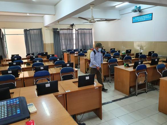 TP.HCM: Học sinh đến trường phải đeo khẩu trang, mang nước súc miệng - Ảnh 1.